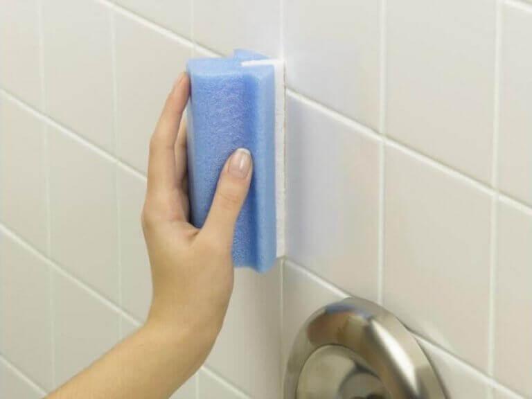 puhtaat laatat kylpyhuoneessa