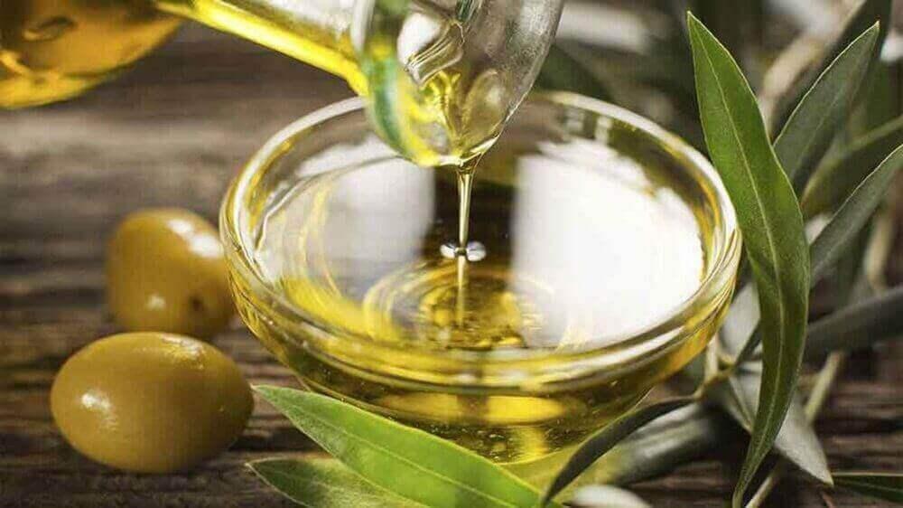 Oliiviöljystä on hyötyä myös ihonhoidossa.