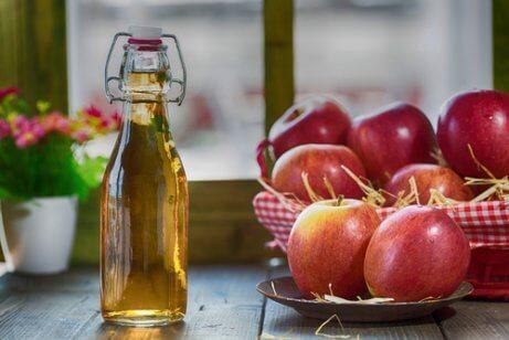 eroon hyönteisistä omenaviinietikalla