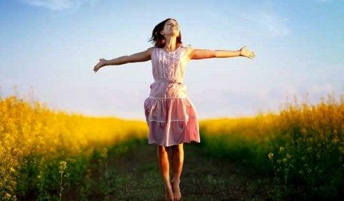 Serotoniinia kutsutaan onnellisuushormoniksi.