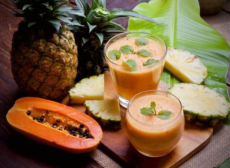 aamiaisreseptit: ananas-papaijasmoothie