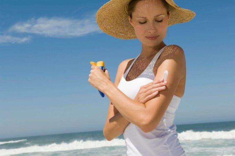 aurinkorasvan käyttö on tapa nuorentua luonnollisesti