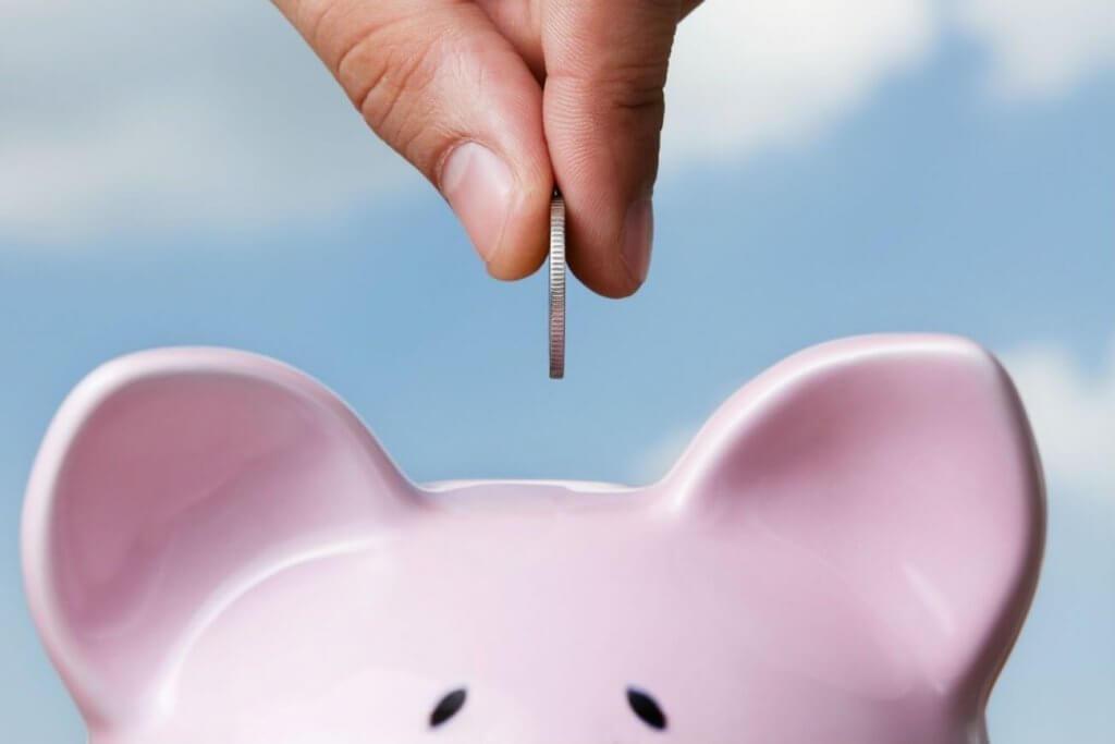 raha menee säästöpossuun