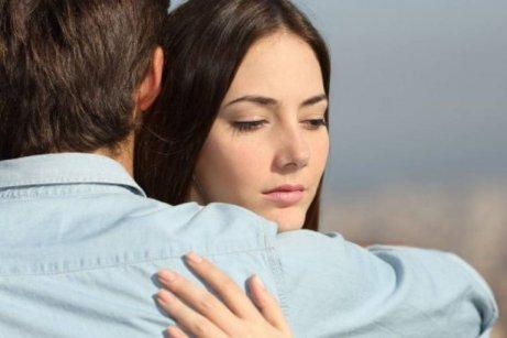 Oletko parisuhteessa syyllisyyden, pelon tai säälin takia?