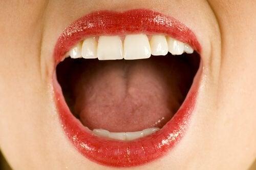 Selvitä, mikä aiheuttaa metallin maun suussasi