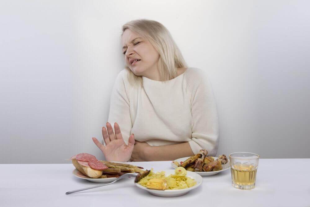 nainen ei halua syödä
