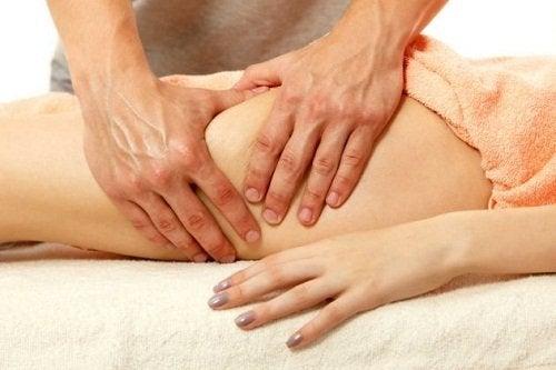 Fysioterapiasta voi olla apua fibromyalgian hoidossa.