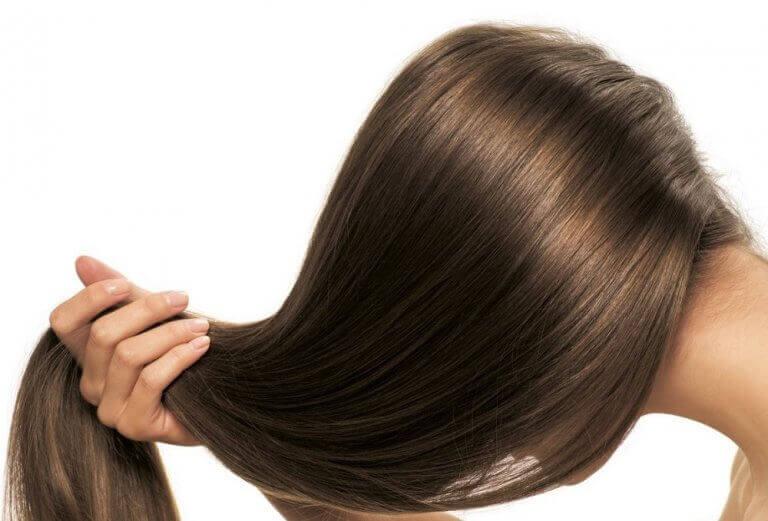 kauniit, terveet hiukset