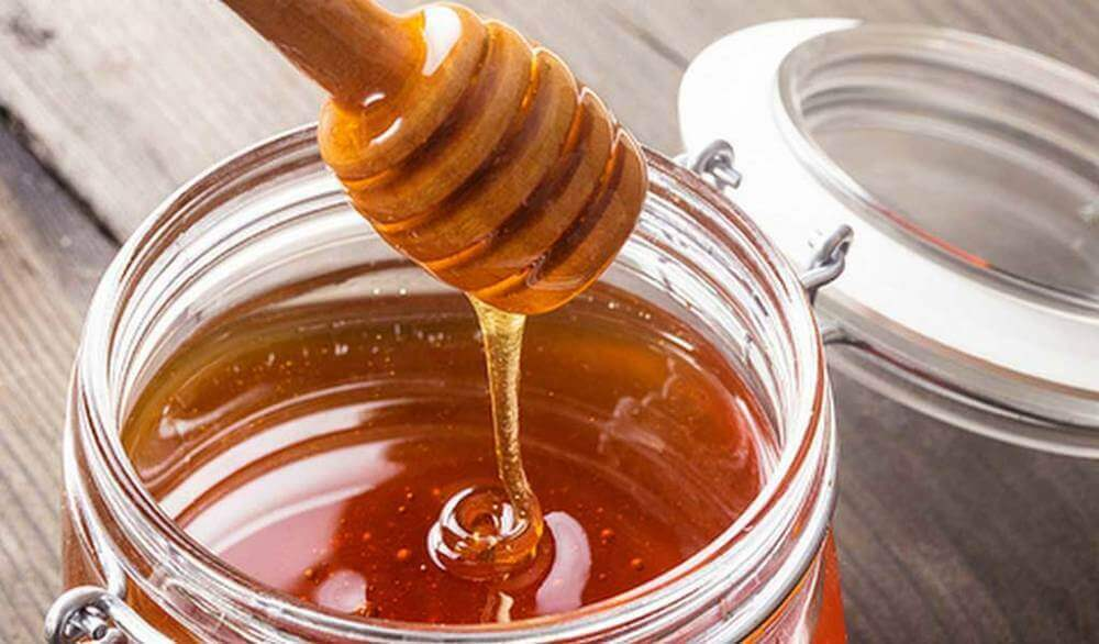 hoida halkeilevia huulia hunajalla