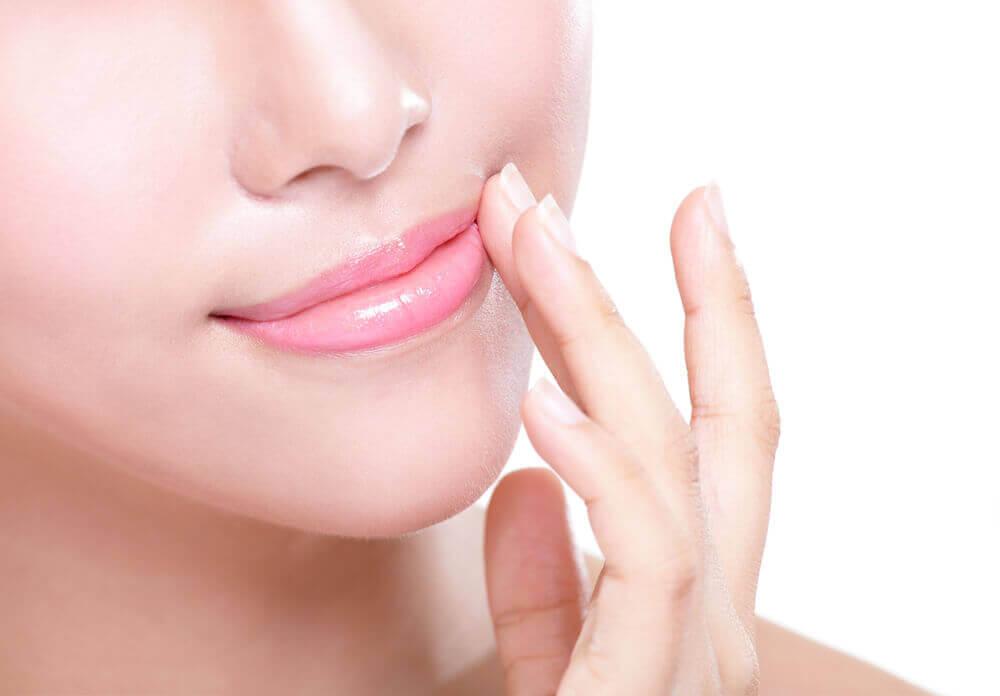 hoida halkeilevia huulia huulirasvalla