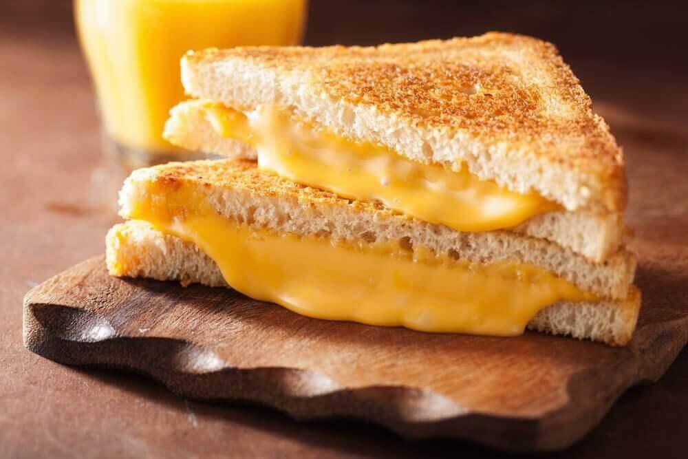 sydämelle haitalliset ruoat: keltainen juusto