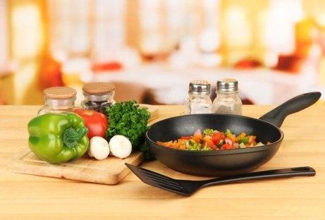 vihanneksia paistinpannulla