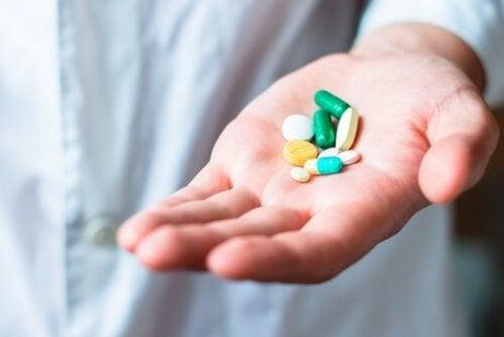 Valkoinen uloste voi johtua lääkkeistä.