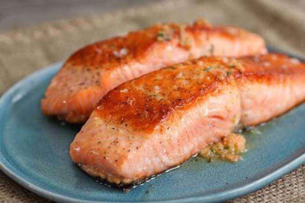 syö rasvaista kalaa lihasten kasvattamiseksi