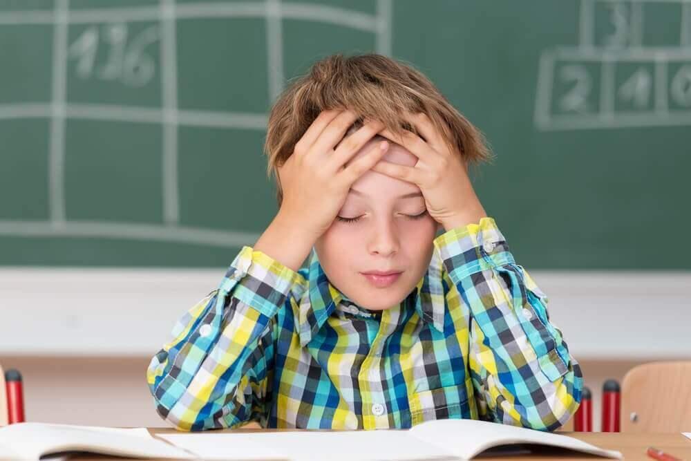 Päänsärky voi olla merkkinä aivokalvontulehduksesta.