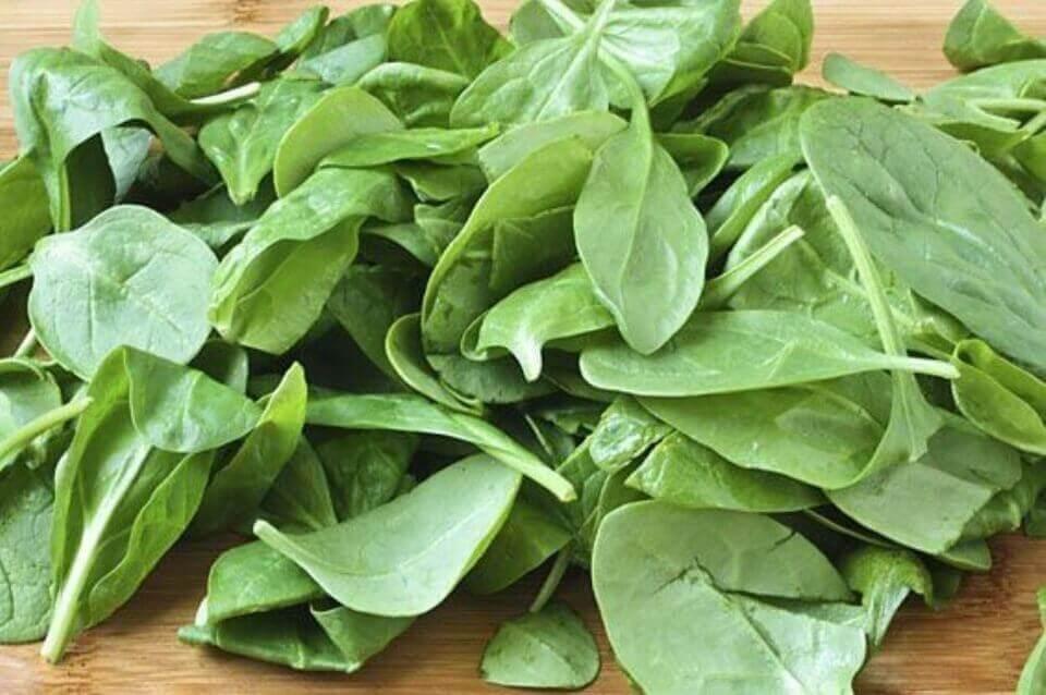 syö pinaattia lihasten kasvattamiseksi