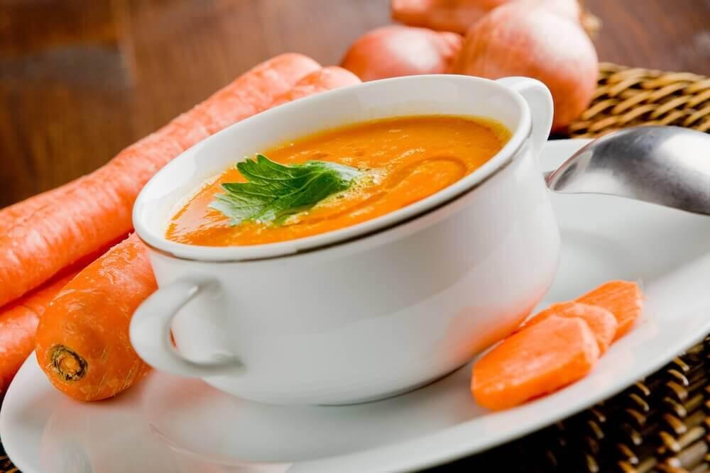 detox-keittoa porkkanasta