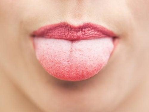 aamurutiinit: kielen puhdistaminen