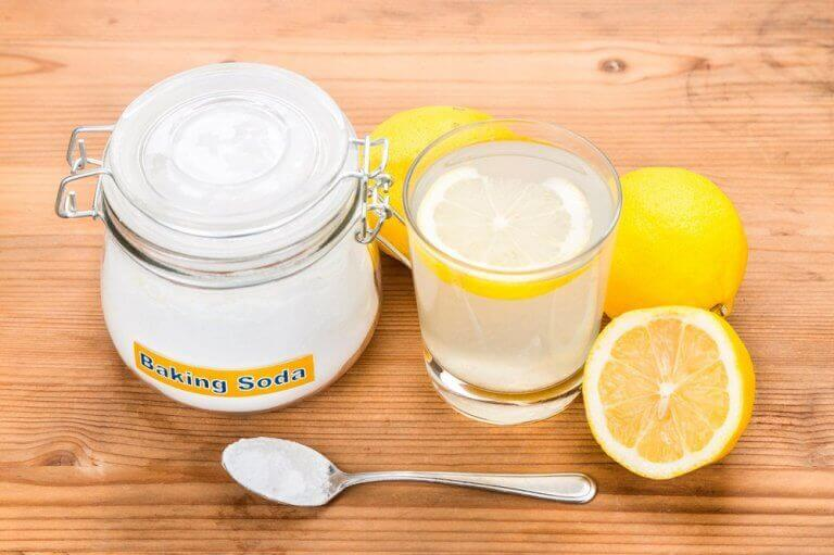ruokasoodaa ja sitruunaa turvotuksen vähentämiseen