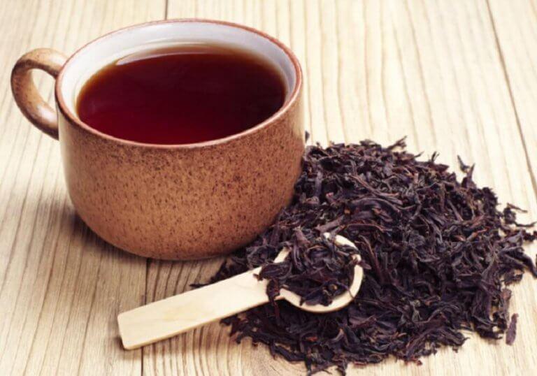 sisäänpäin kasvaneet ihokarvat hoituvat mustalla teellä