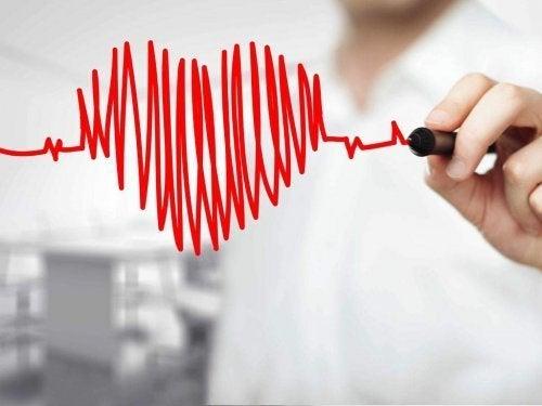 mies piirsi sydämen lasiin