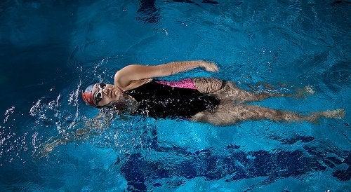 liikuntalajit yli 40-vuotiaille: uinti