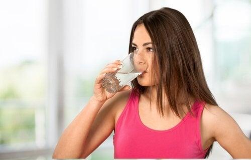 juo paljon vettä, hoidot suonikohjuihin