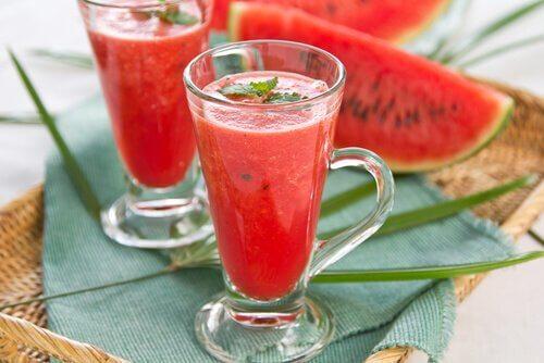 maista puhdistavaa juomaa vesimelonista