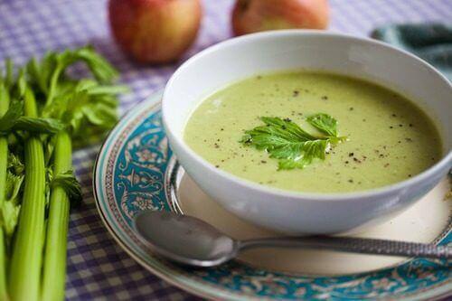 kokeile detox-keittoa vihreistä vihanneksista