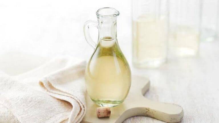 Öljy, shampoo ja etikka auttaa pitämään hyttyset loitolla.