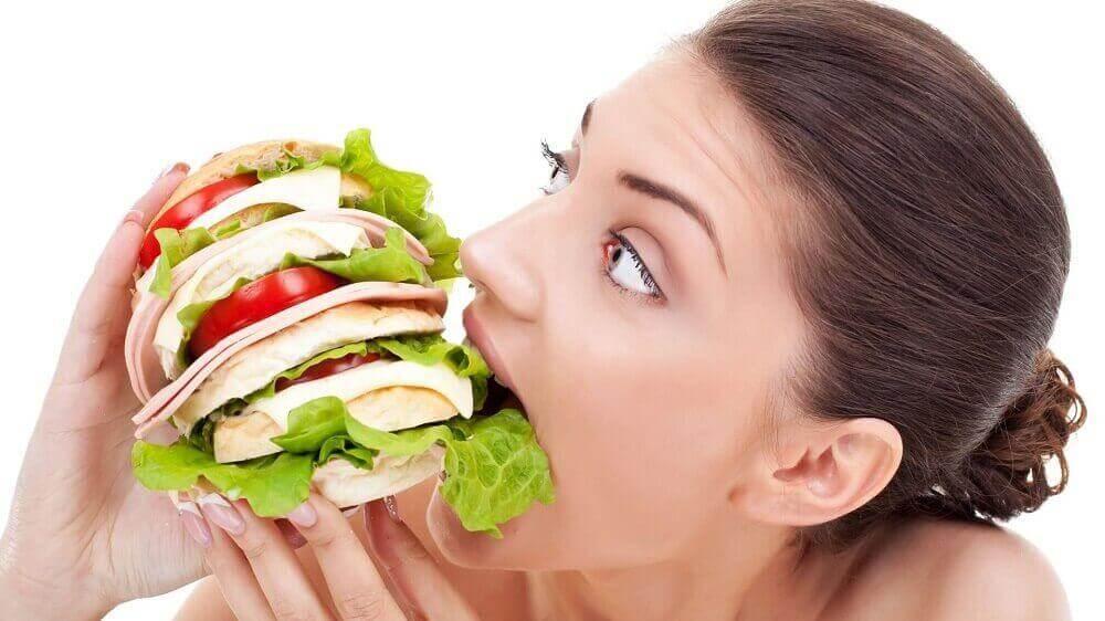 naisella on jatkuvaa nälkää