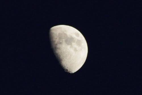 puolikuu ja miten kuu vaikuttaa ihmisiin