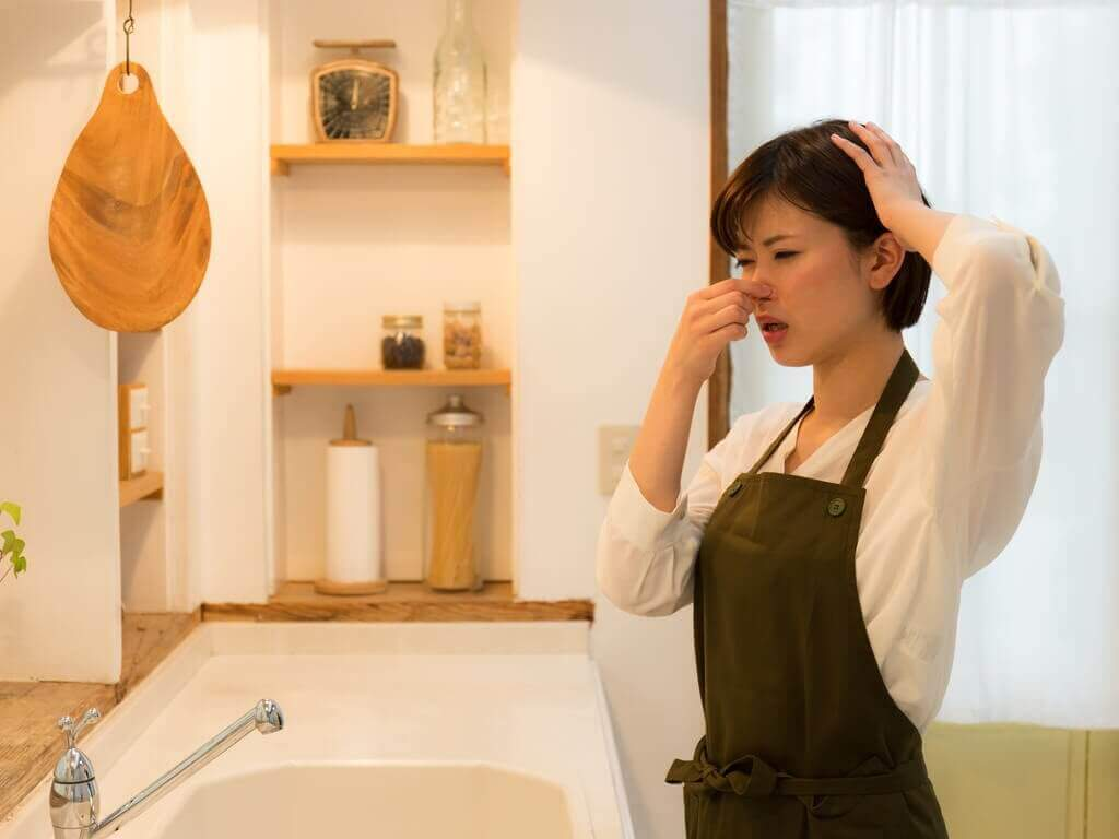 mikä avuksi keittiön ja kylpyhuoneen hajuihin
