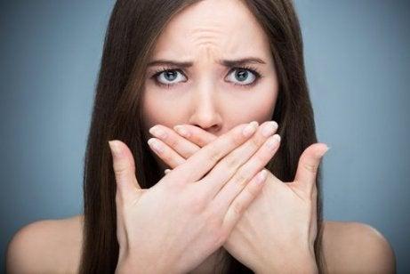 korianterin terveyshyödyt: ehkäisee pahanhajuista hengitystä