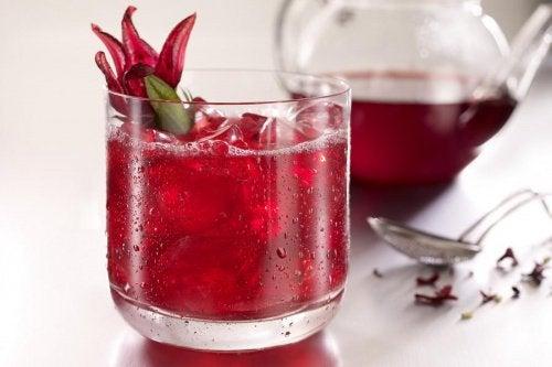 valmista hibiskuksesta mahtavaa juomaa painonpudotukseen