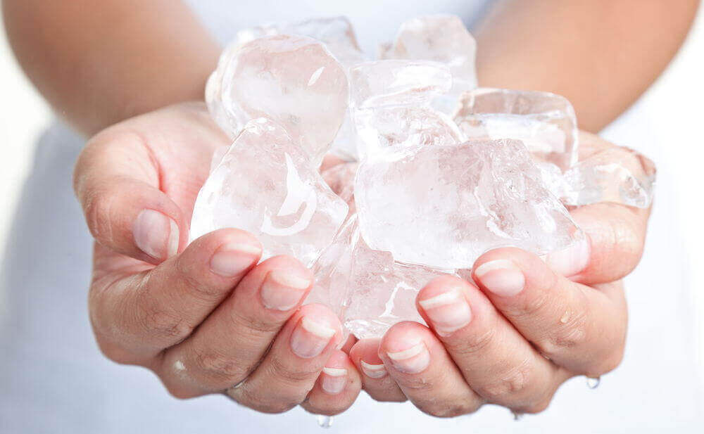 peräpukamia voidaan hoitaa jään avulla
