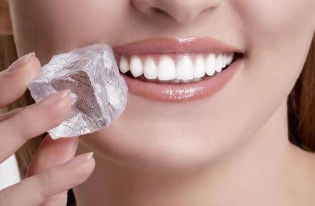 Jääpala auttaa helpottamaan aftan aiheuttamaa kipua.