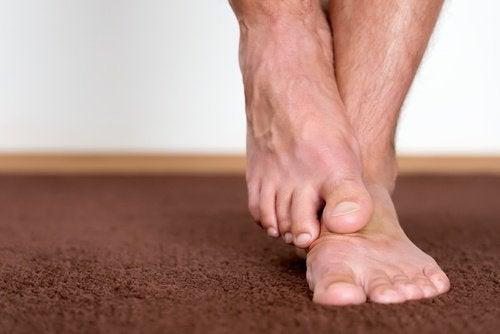 eroon jalkojen pahasta hajusta