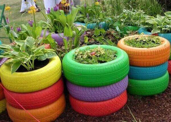 renkaiden uusiokäyttö kukkaistutuksiin