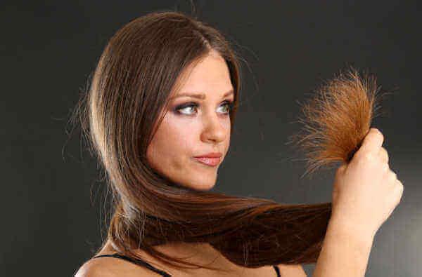 Vaurioituneita hiuksia voi korjata luonnollisilla aineksilla.