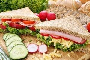 nauti terveellistä aamiaista voileipinä