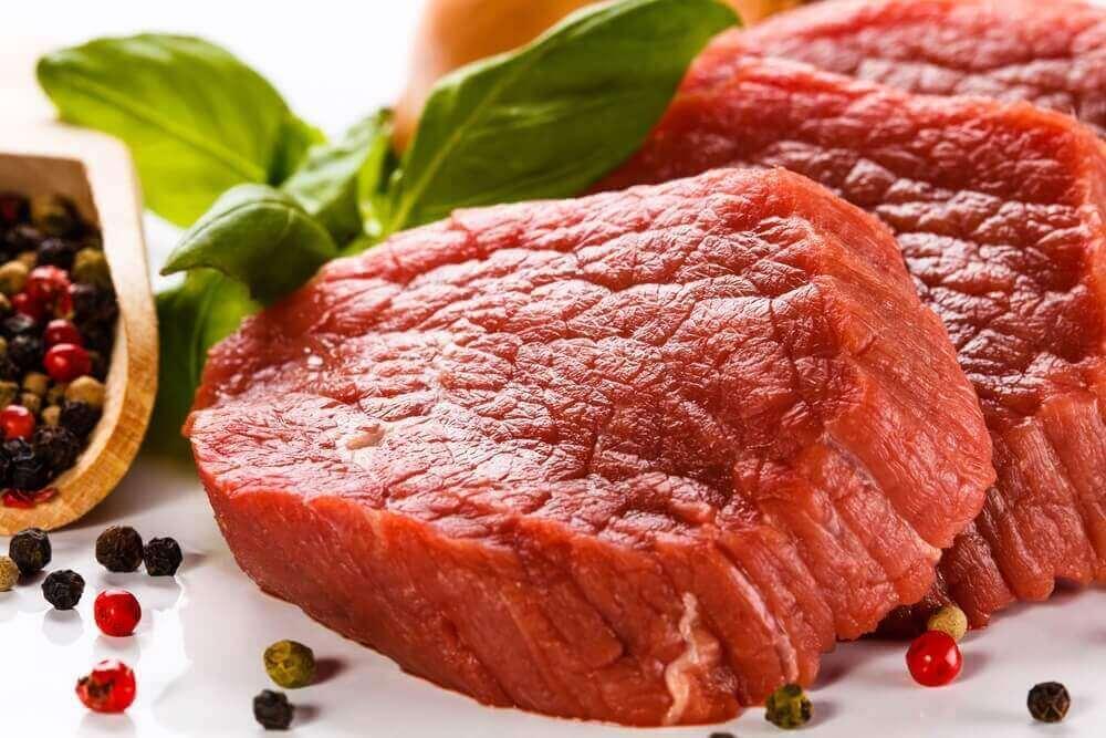 Yksi tapa lisätä rautaa veressä on syödä eläinperäistä lihaa.