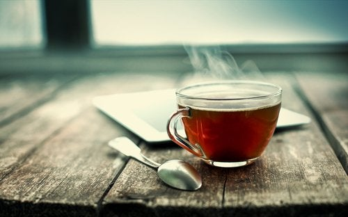 kupillinen mustaa teetä
