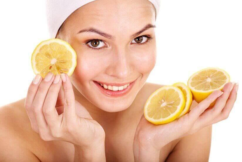 käytä sitruunaa kauneudenhoidossa: akne