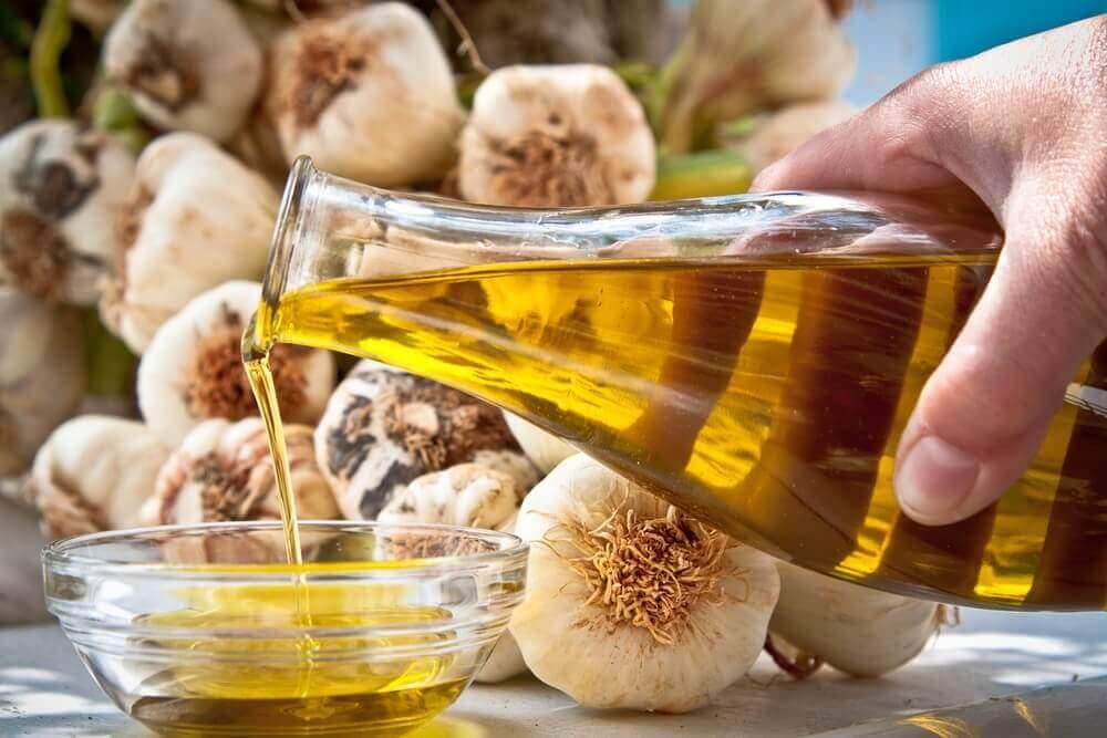 oliiviöljy ja valkosipuli