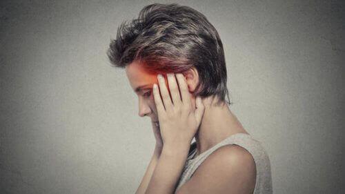 miniaivohalvaus aiheuttaa päänsärkyä