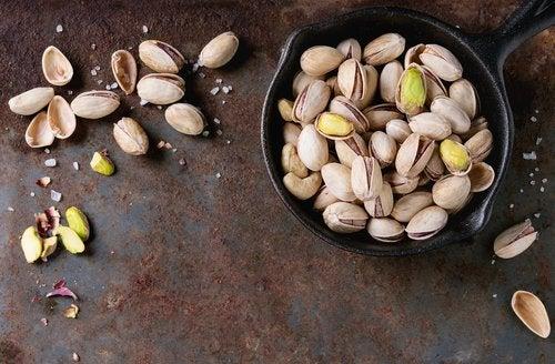 puupähkinöitä: pistaasit