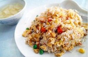 kiinalainen riisi vihanneksilla