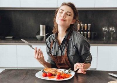 10 asiaa, jotka aiheuttavat jatkuvaa nälkää