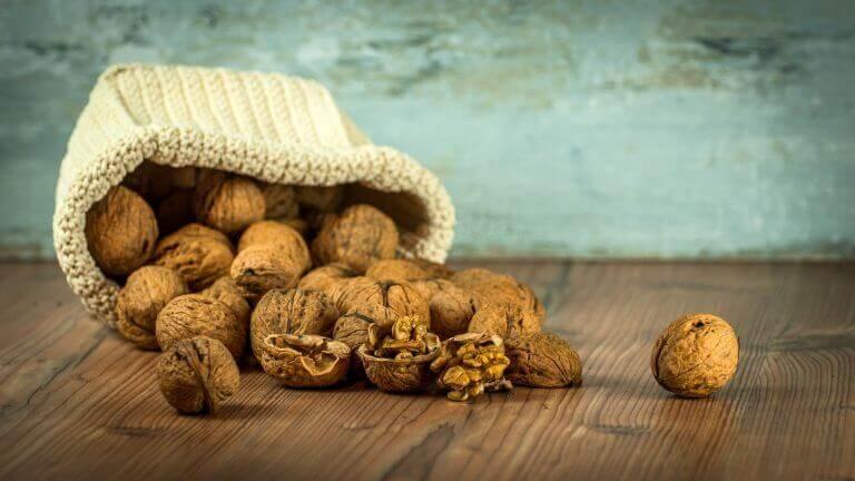 ahdistusta lievittäviä ruokia: saksanpähkinät